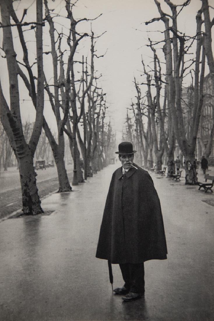 HENRI CARTIER-BRESSON - Allee du Prado, Marseille, 1932