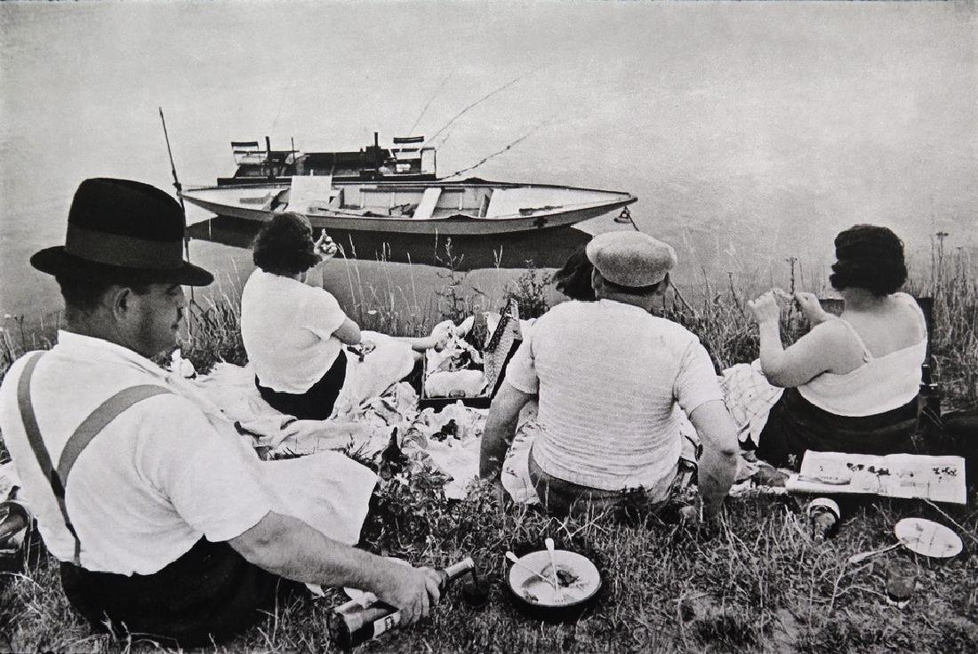 HENRI CARTIER BRESSON - On the bank of the Marne Juvisy