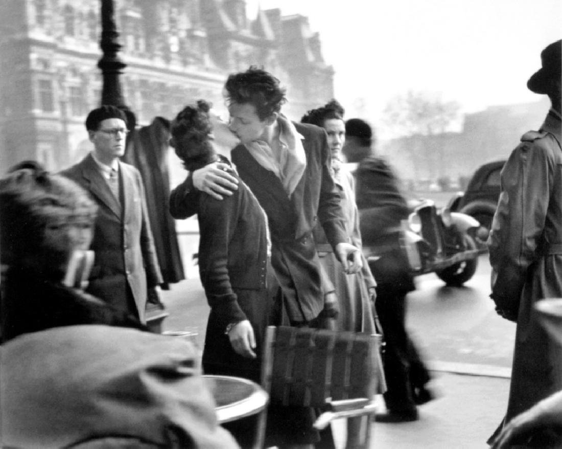 ROBERT DOISNEAU - Le Baiser de l'hotel de ville,1950