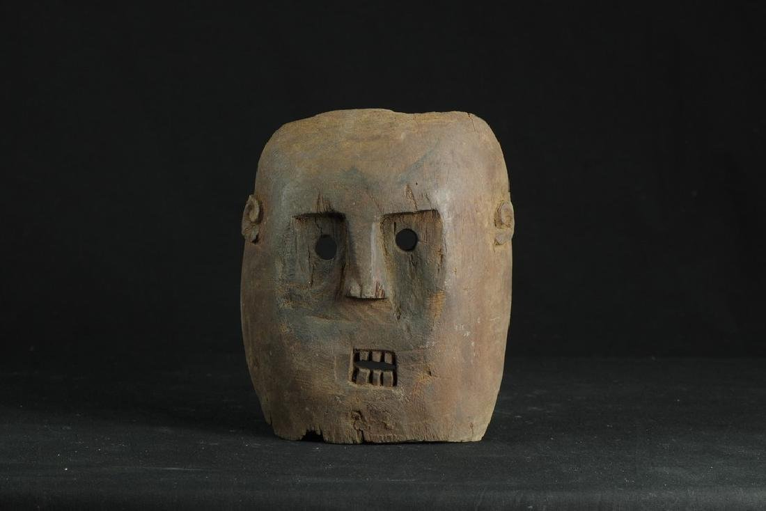 Self standing mask with teeth