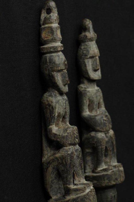 Pair of horn spoons carved as ancestors - 4