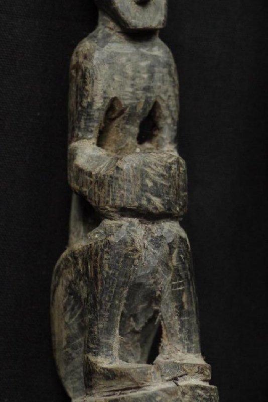 Pair of horn spoons carved as ancestors - 9