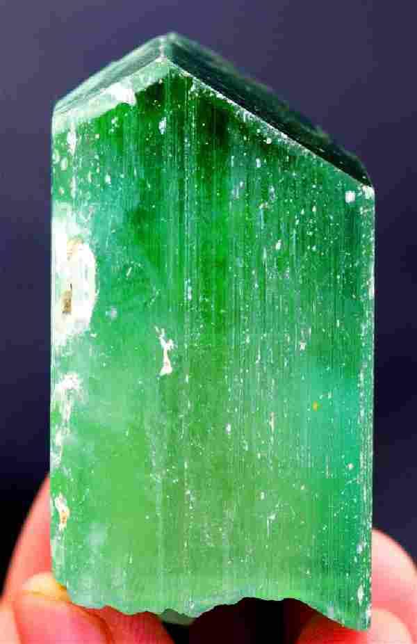 119 Gram V-Shape Terminated & Undamaged Lush Green