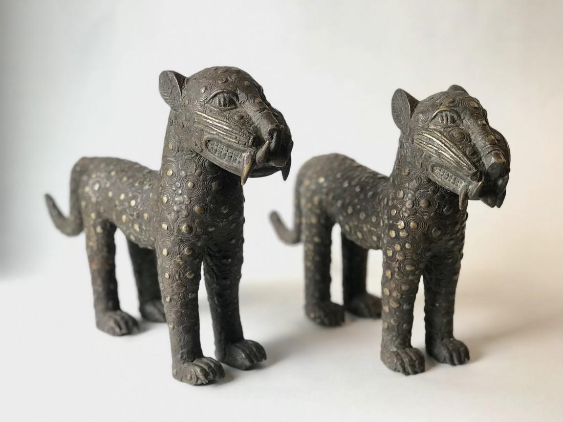 Pair bronze cats