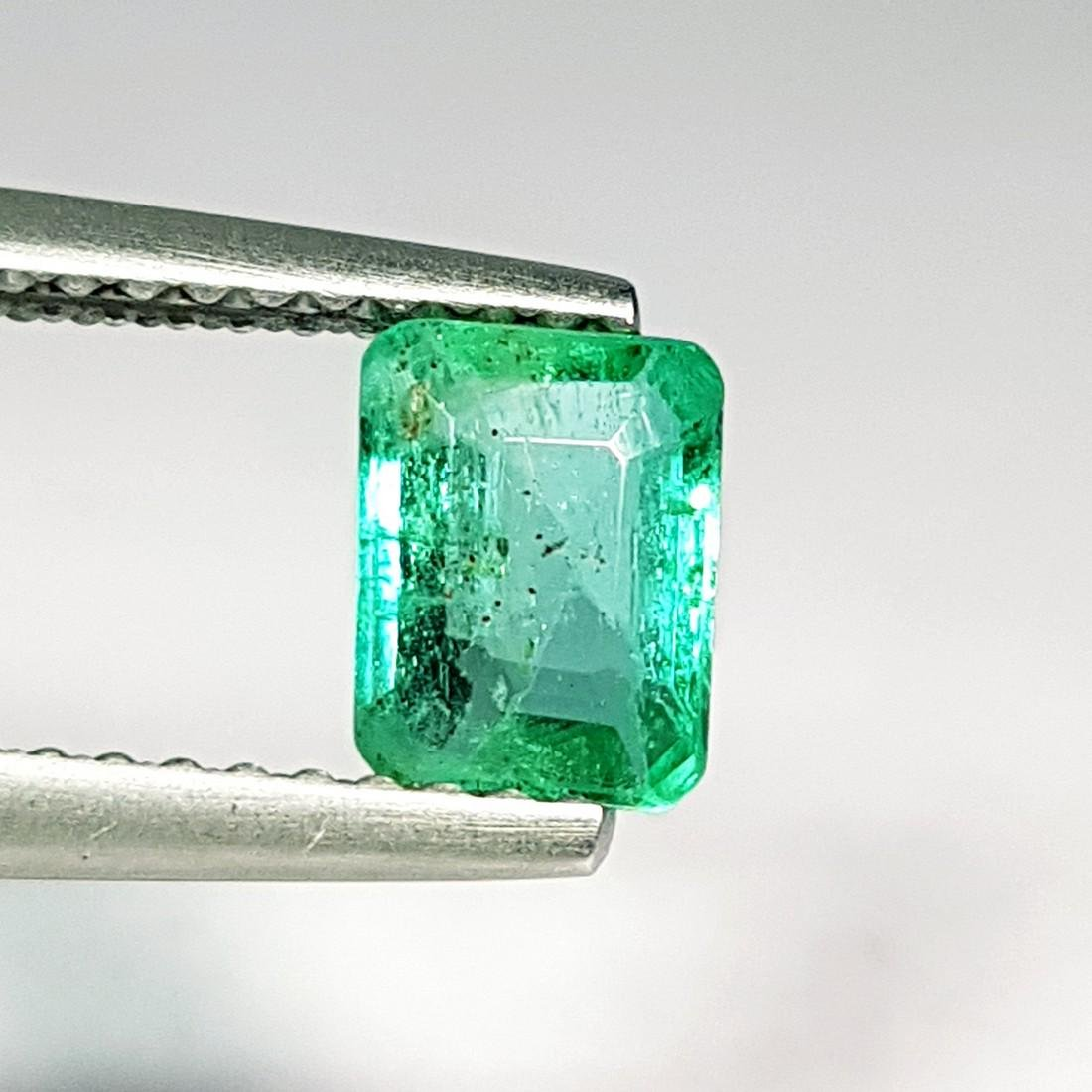 Beautiful Gem Natural Emerald - 0.75 ct - 2