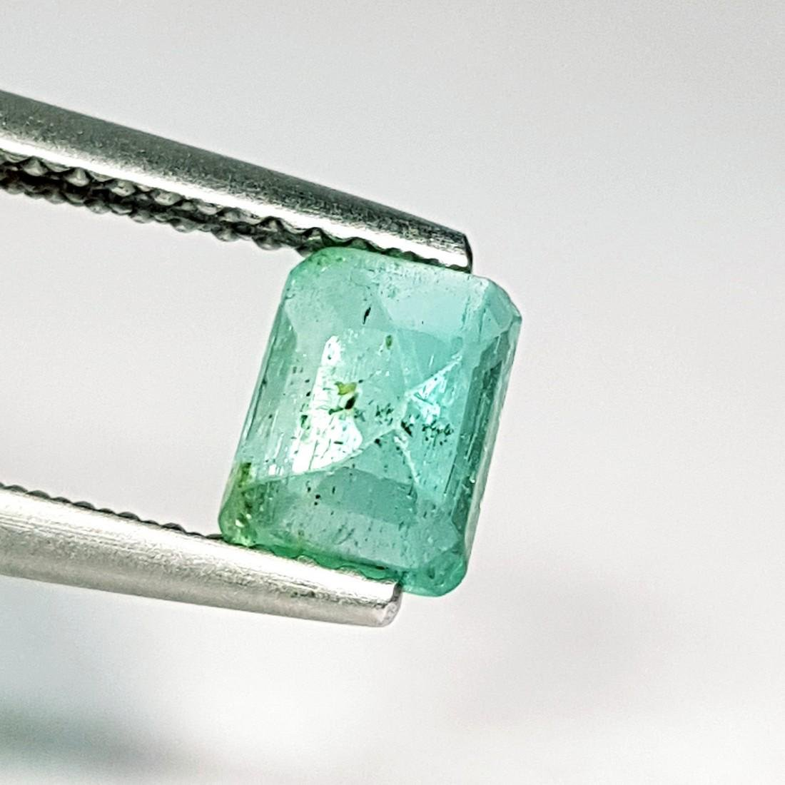 Beautiful Gem Natural Emerald - 0.75 ct - 4