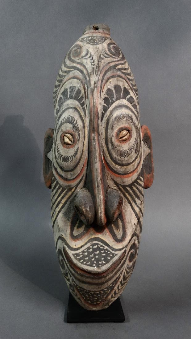 Ancestor wall mask from Tambanum village - SEPIK -