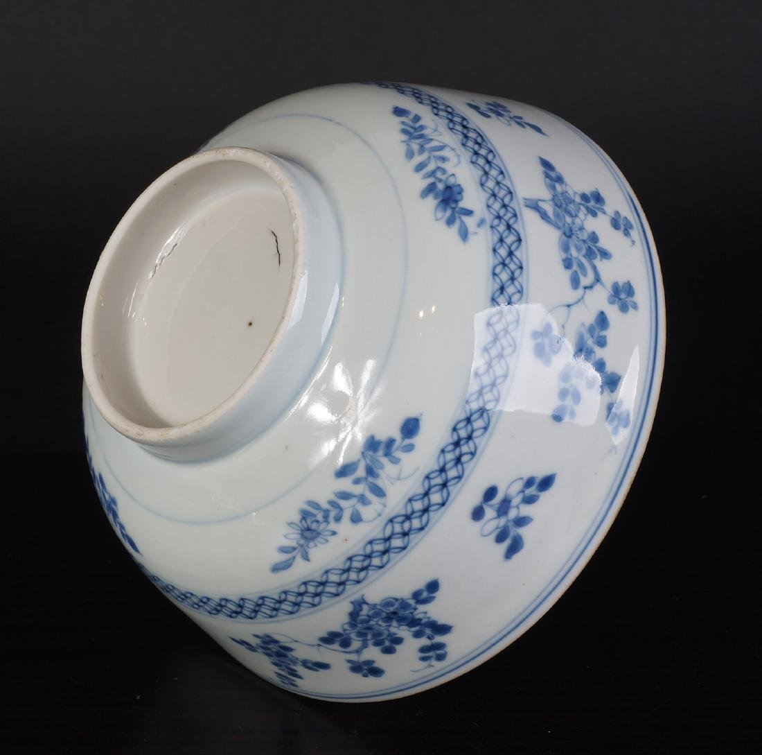 A very nice antique Chinese blue and white bowl - 10