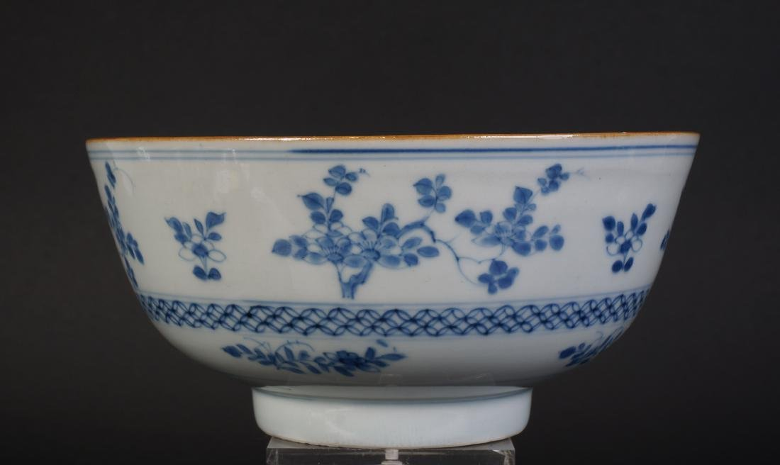 A very nice antique Chinese blue and white bowl - 2