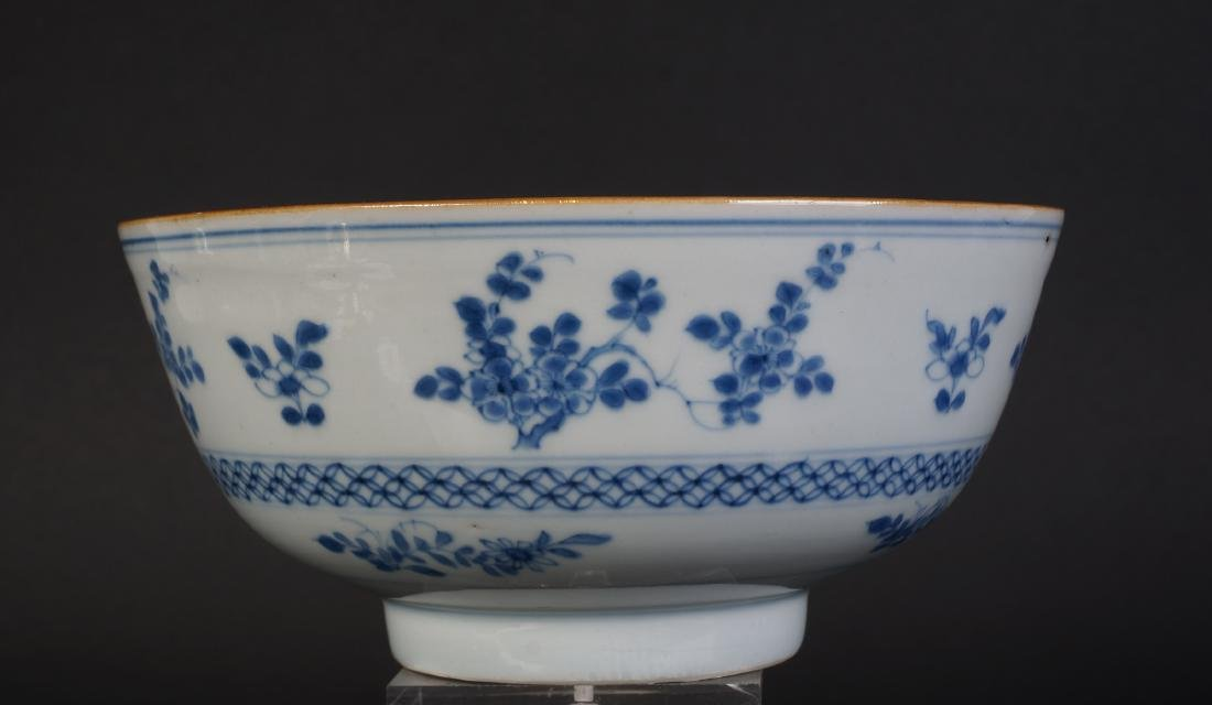A very nice antique Chinese blue and white bowl - 3
