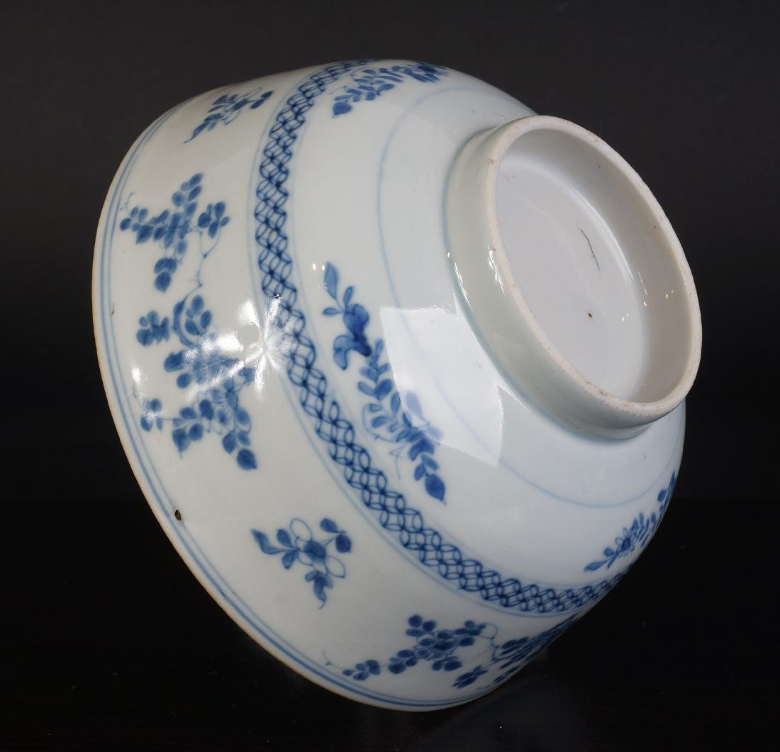 A very nice antique Chinese blue and white bowl - 8