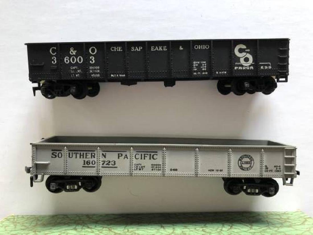 VINTAGE LOT OF HO SCALE ITEMS - 10