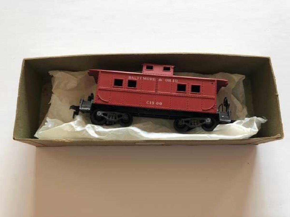 VINTAGE LOT OF HO SCALE ITEMS