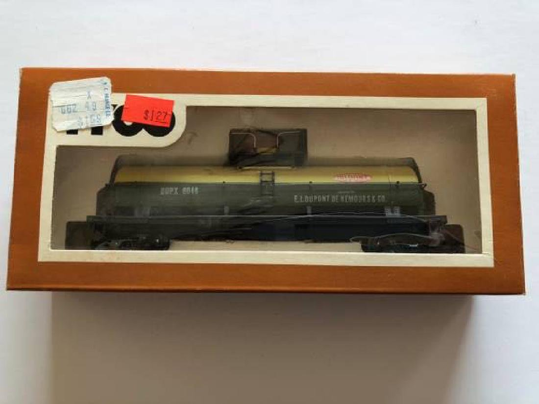 VINTAGE LOT OF HO SCALE ITEMS - 2