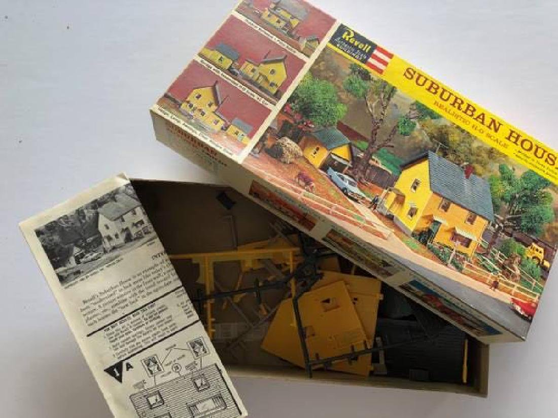 VINTAGE LOT OF HO SCALE ITEMS - 9