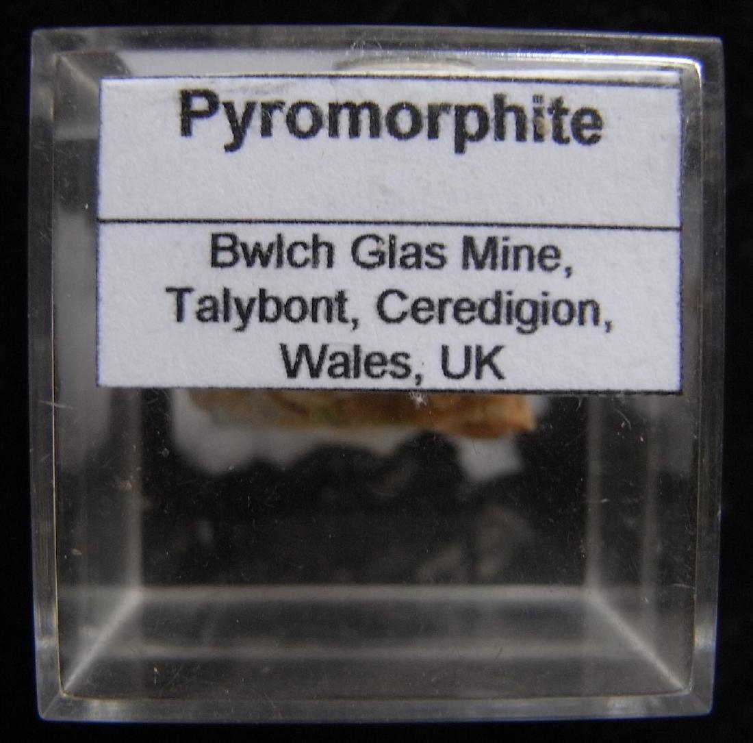 GREEN SPRAYS OF PYROMORPHITE - 3