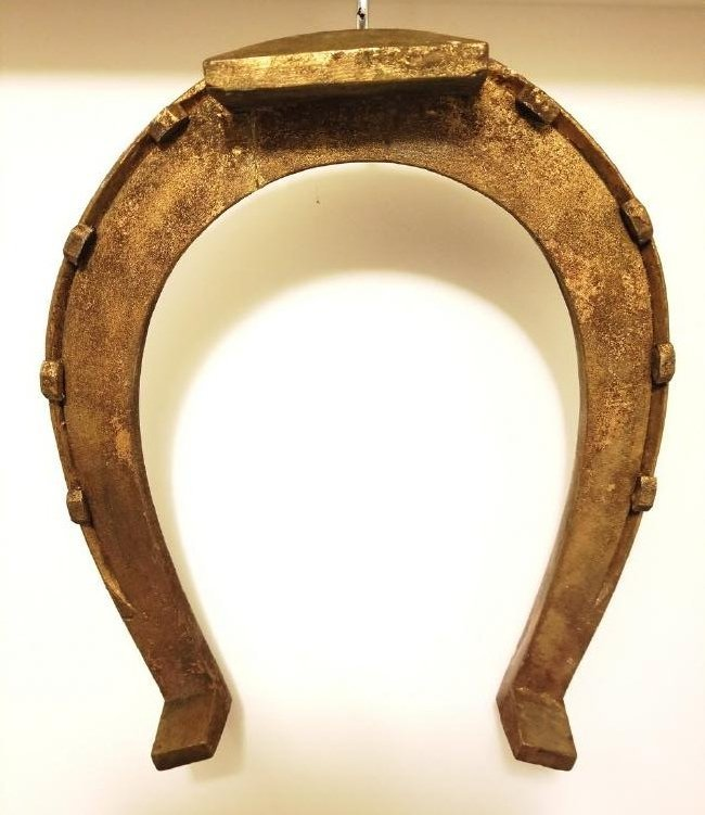 WOOD CARVED HORSESHOE IN OLD GOLD