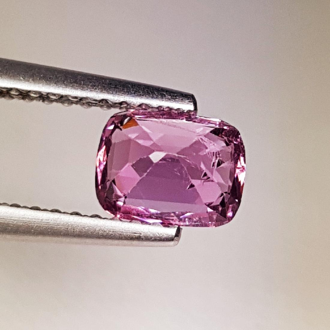 AAA Grade Gem Natural Spinel - 0.98 ct - 4