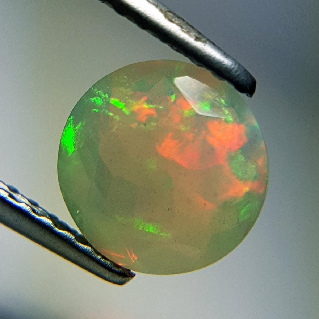 Lovely Fire Oval Cut Natural Opal  - 0.95 ct - 2