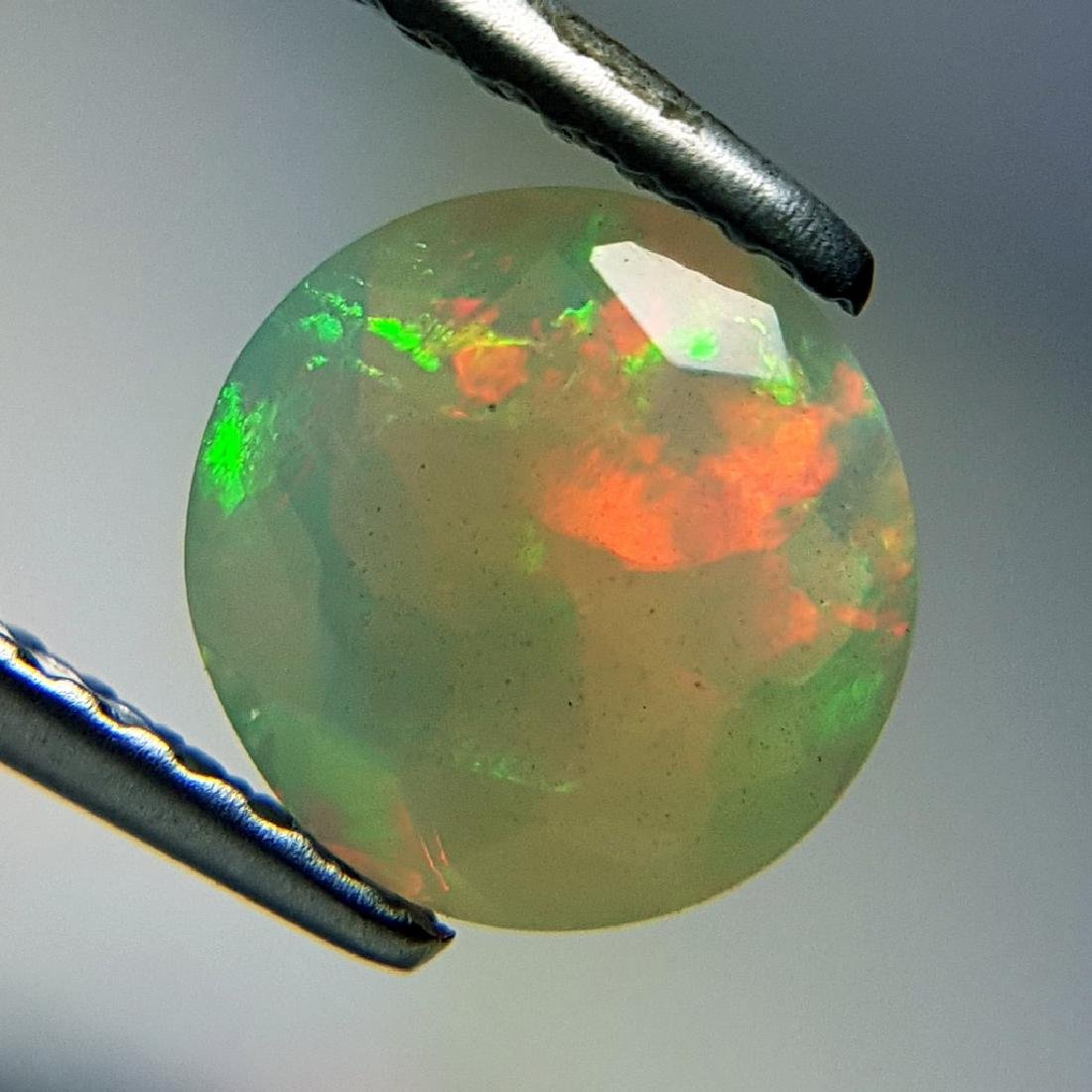 Lovely Fire Oval Cut Natural Opal  - 0.95 ct - 9