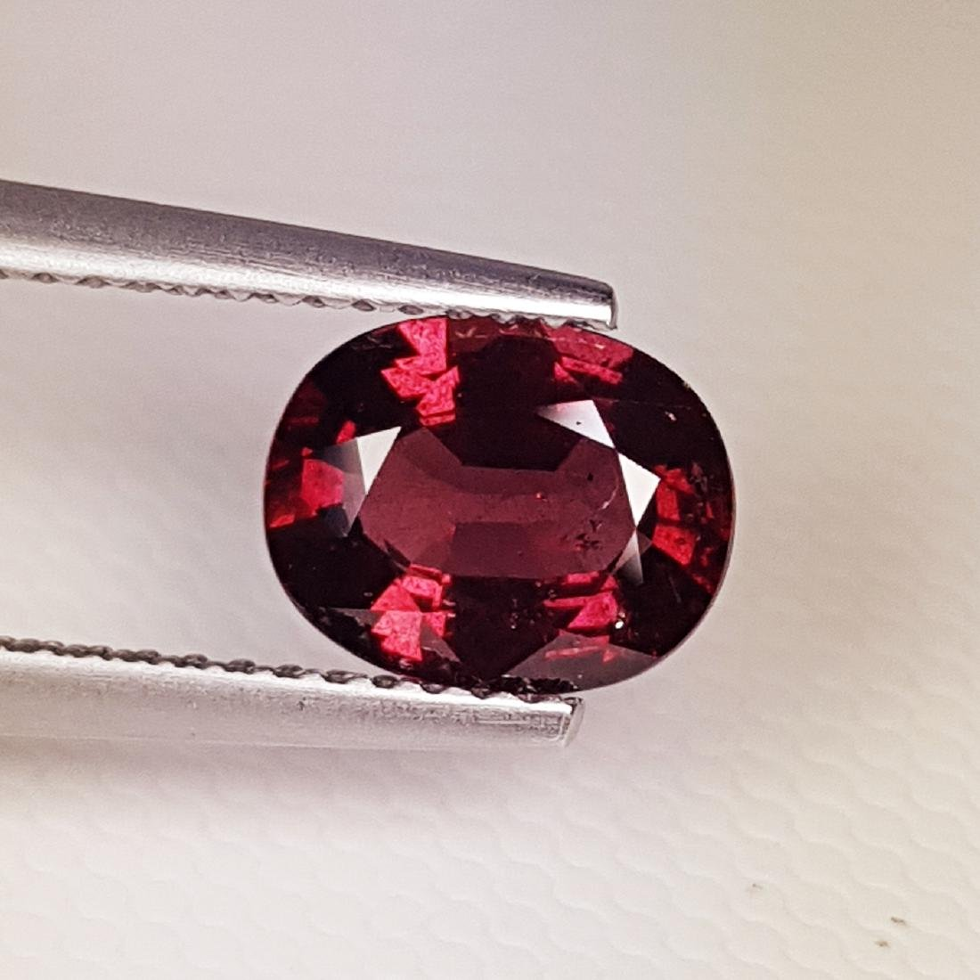 Amazing Oval Cut Natural Rhodolite Garnet - 1.88 ct - 2
