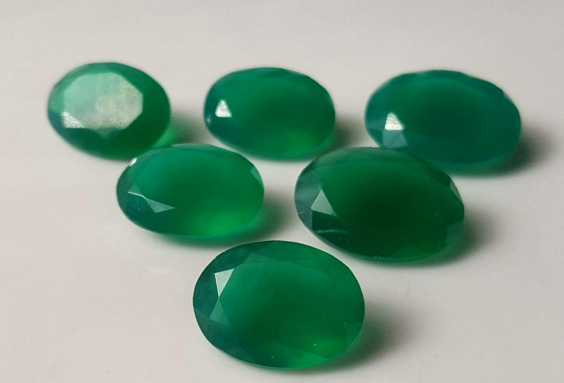 50 CARATS EMERALD GREEN NATURAL CHALCEDONY LOT - 3