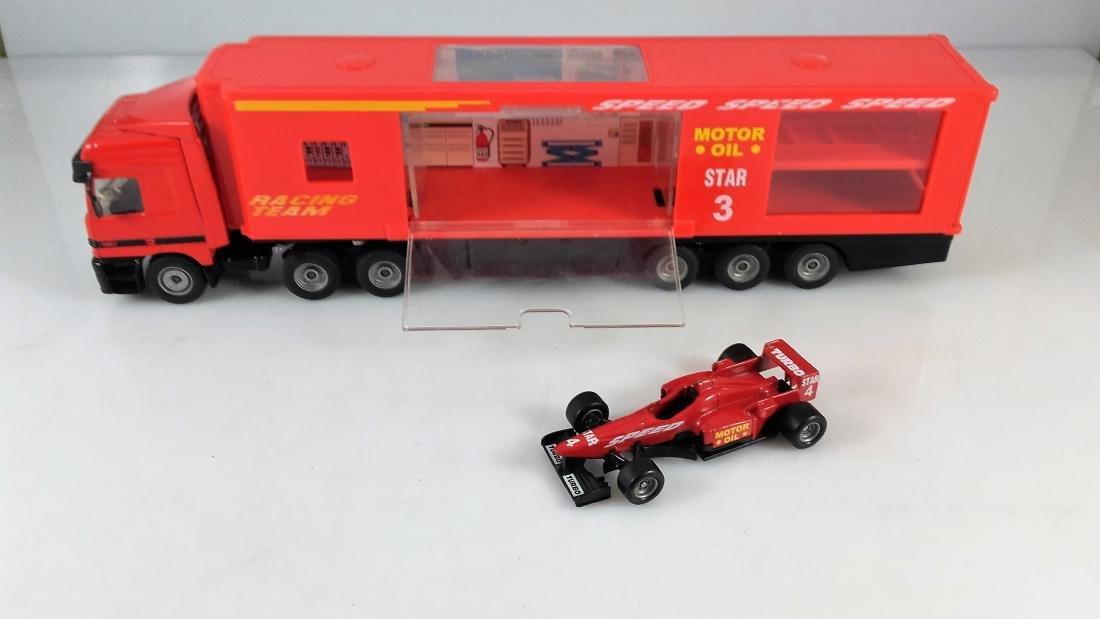 SIKU 1:87 Mercedes Actros 1857 Racing car transporter. - 2