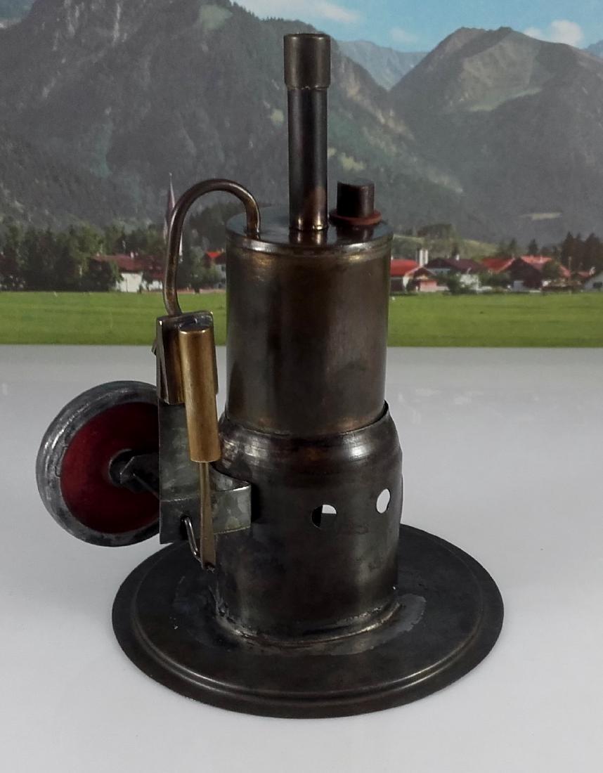 Unknown Height 20 cm - Standing steam engine.