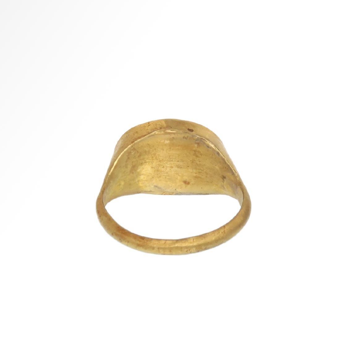 Roman Gold Ring with Cornelian Intaglio with Goddess - 6