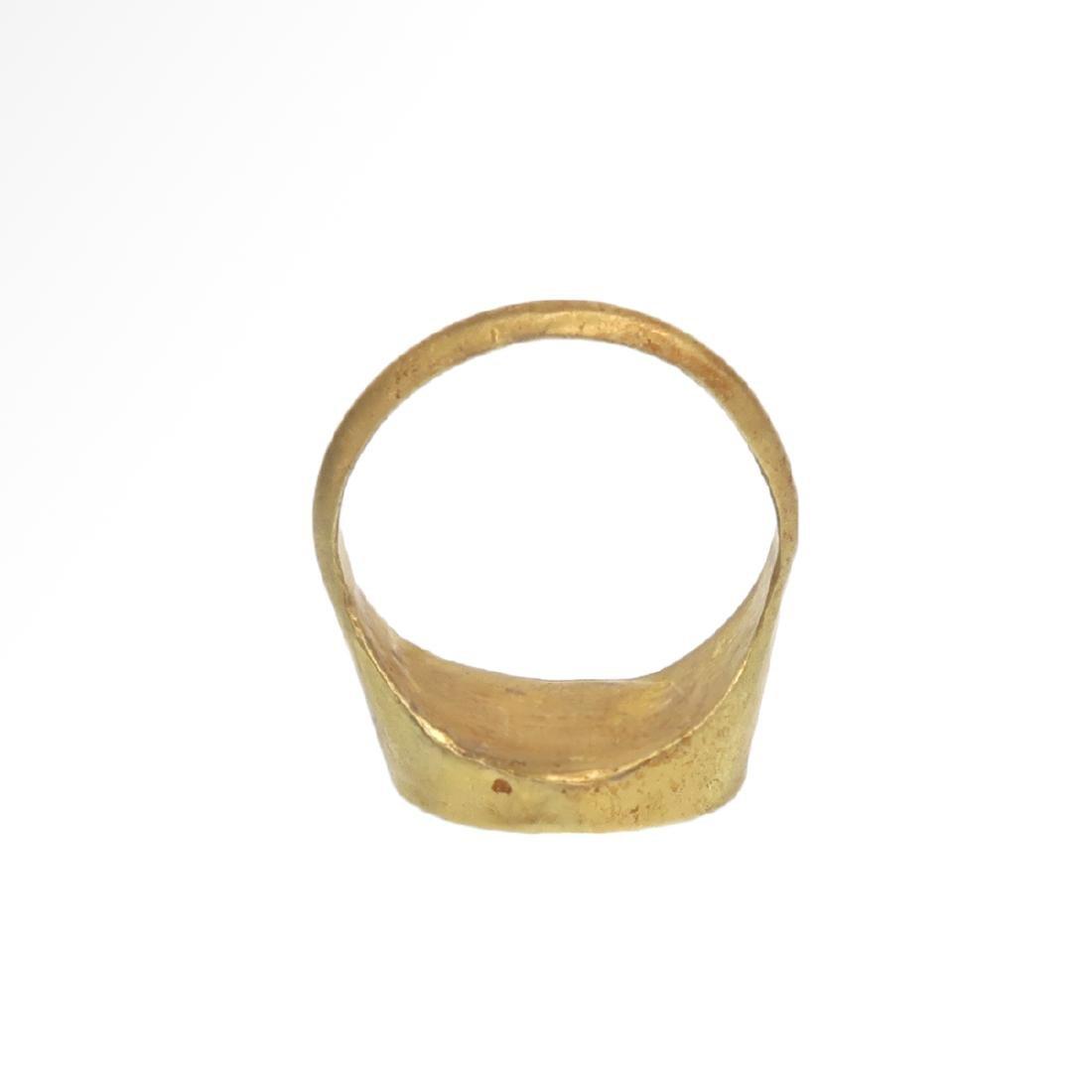 Roman Gold Ring with Cornelian Intaglio with Goddess - 7