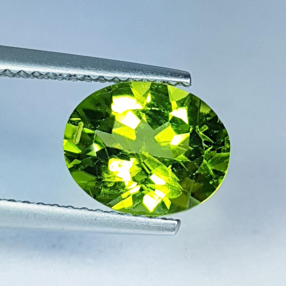 2.81 ct Top Quality Natural Peridot