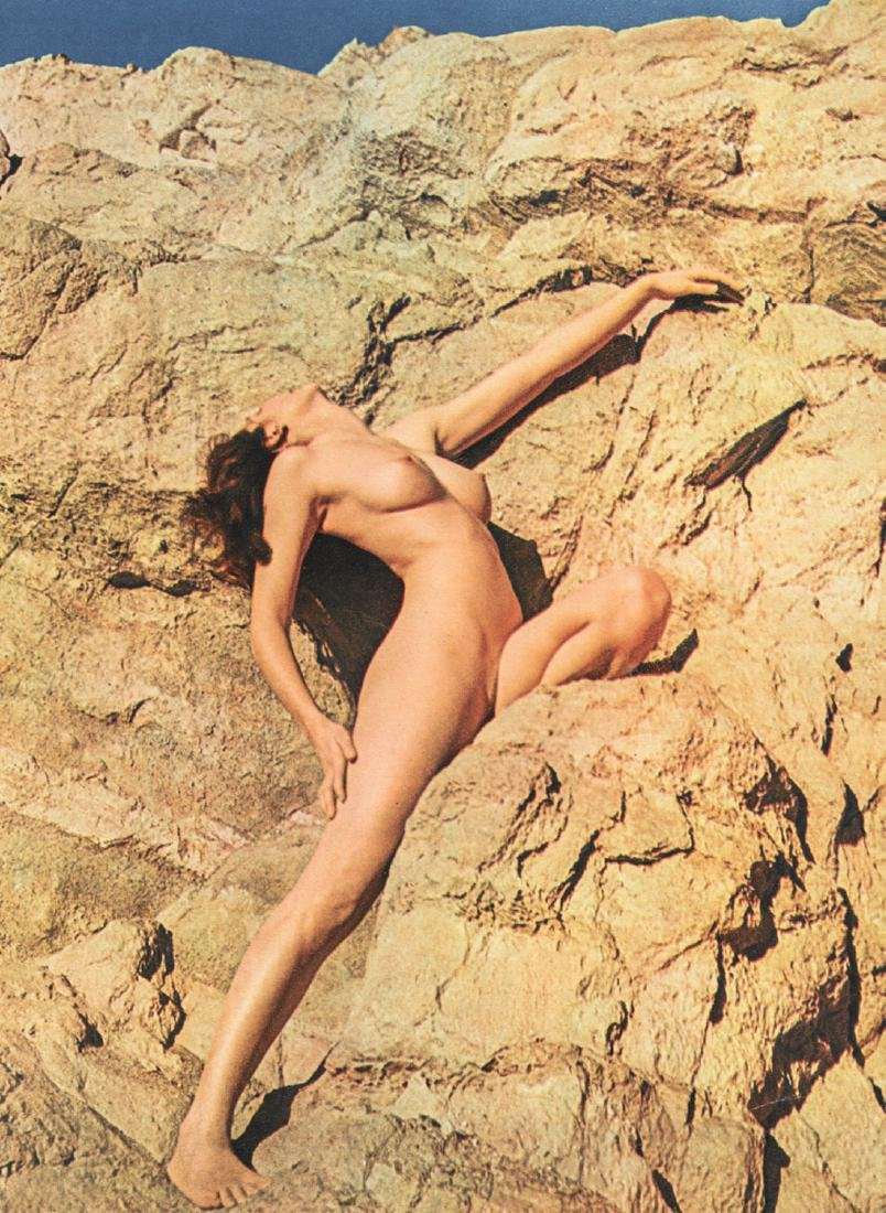 ANDRE DE DIENES - Nude on Cliffside