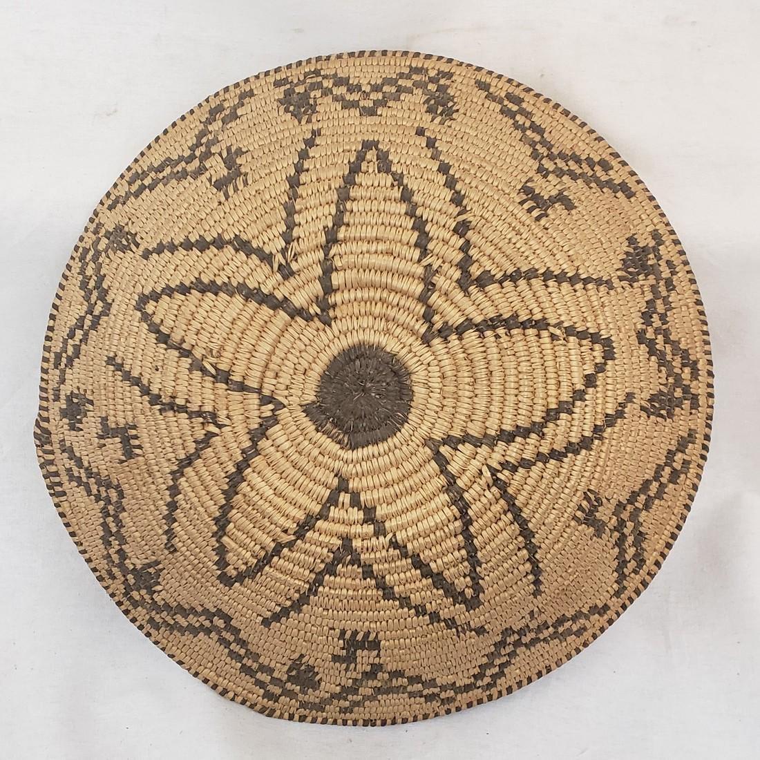 Fine Apache figural basket ca 1915-1930 - 2