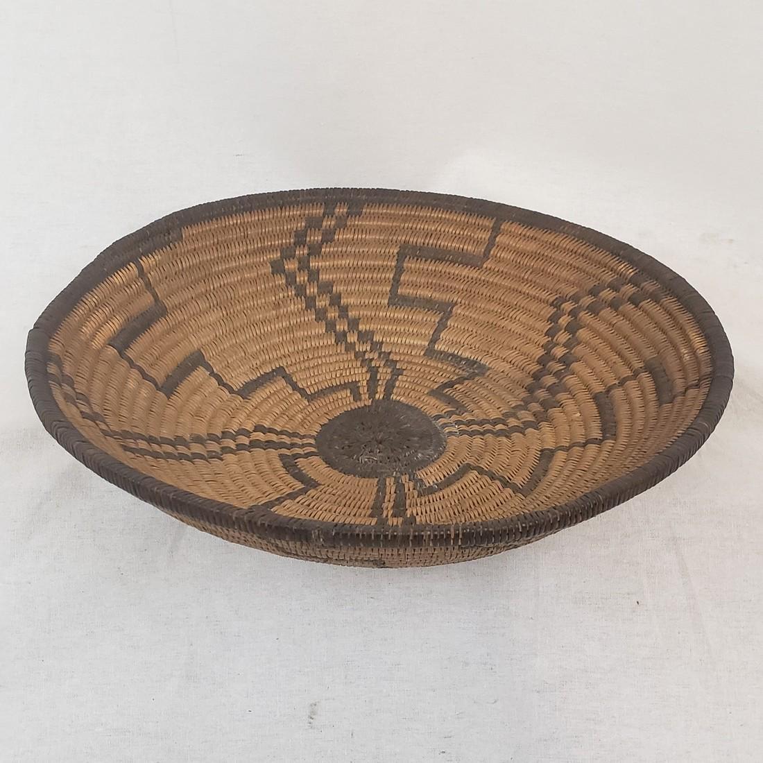 Fine Apache geometric basket ca 1900-1920 - 2