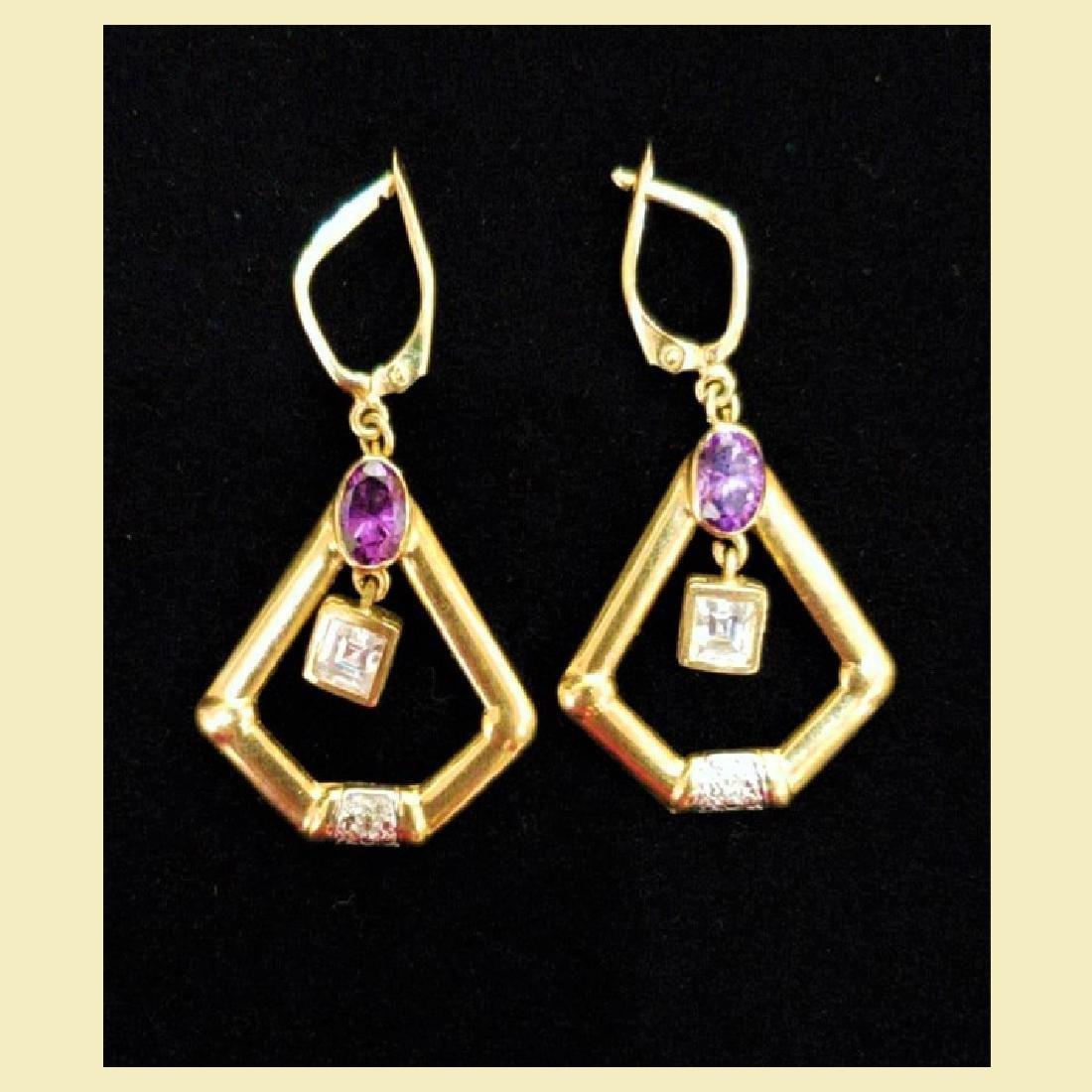 Gorgeous pair of 14k yellow gold earing pentagon shape