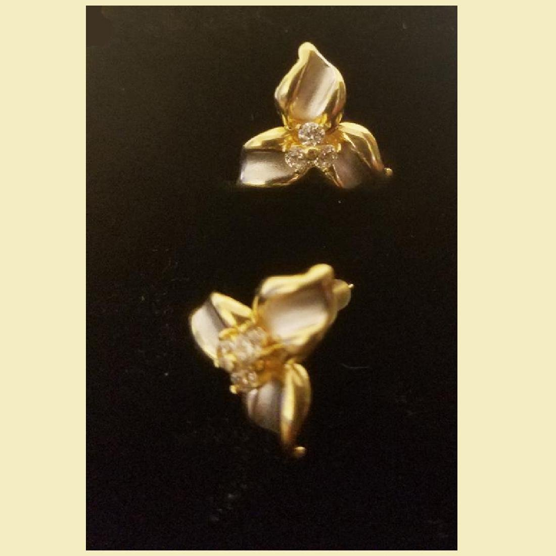 stunning  pair of 14k gold earings with cz flower