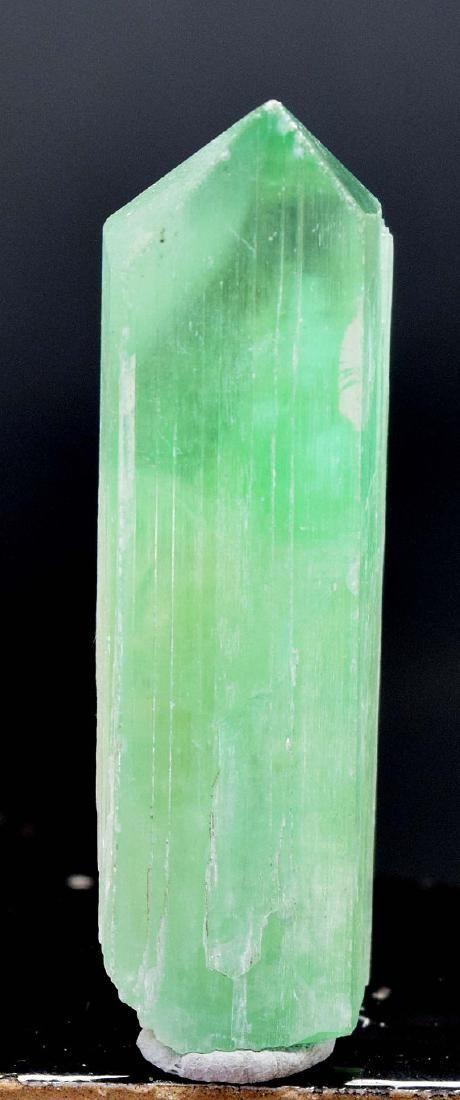 33 Gram V-Shape Terminated & Undamaged Lush Green Color