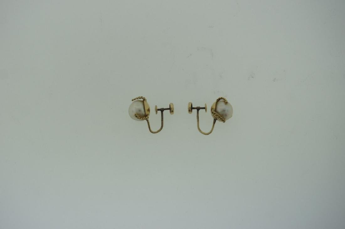 C.1950 14K YELLOW GOLD CULTURED PEARL EARRINGS STAMPED - 6