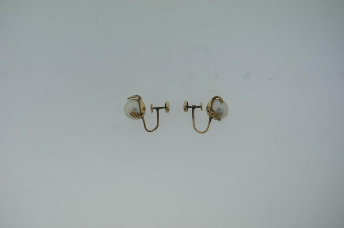 C.1950 14K YELLOW GOLD CULTURED PEARL EARRINGS STAMPED - 7