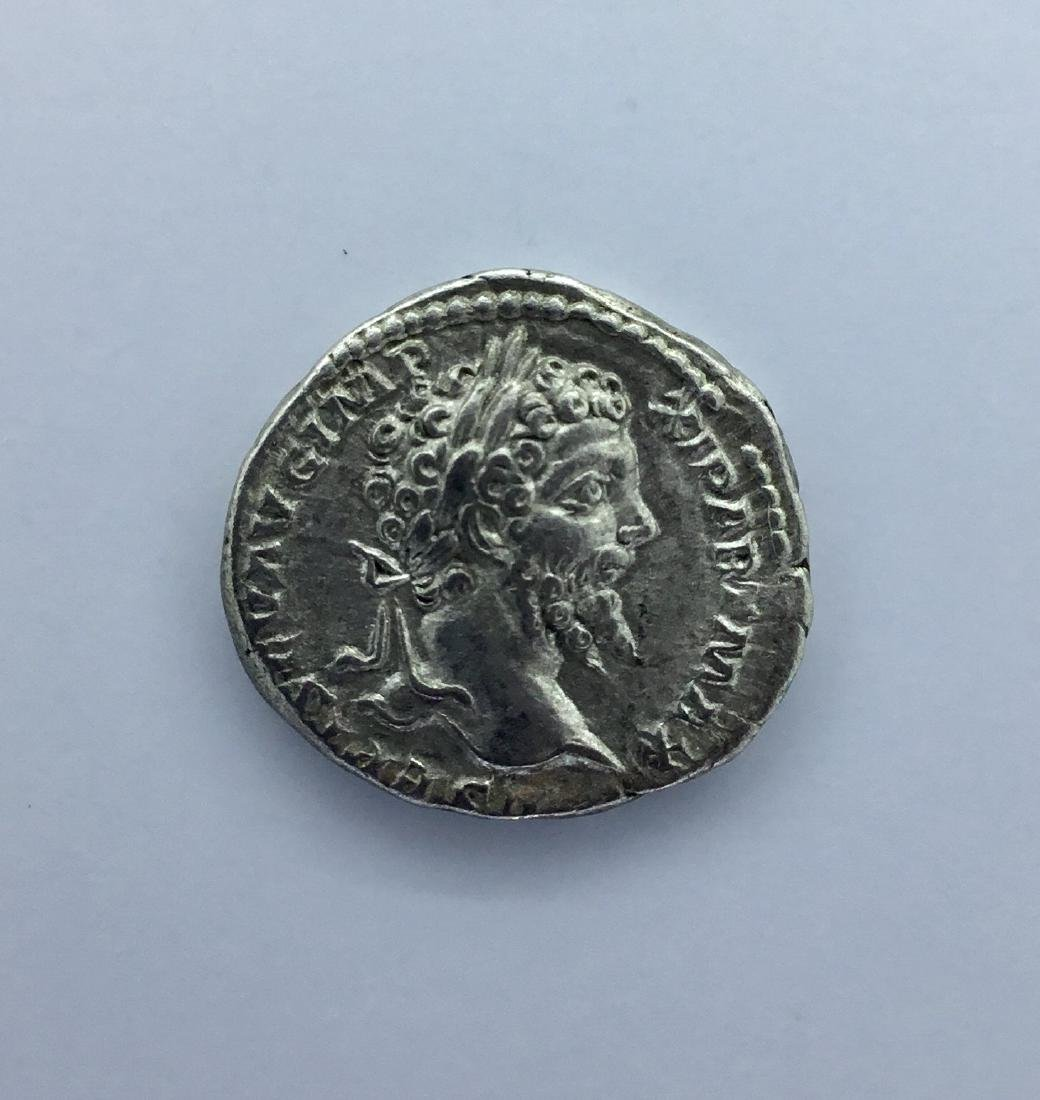 Roman, Trajan. Silver denarius of 3.2 grams. 100 AD.