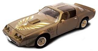 Road Legends Pontiac Firebird Trans AM 1979 Gold 1:18