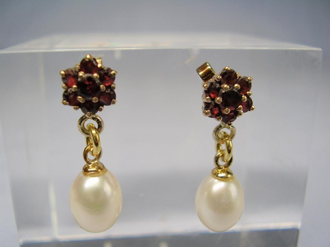 Golden Earstuds with garnet and white Pearls