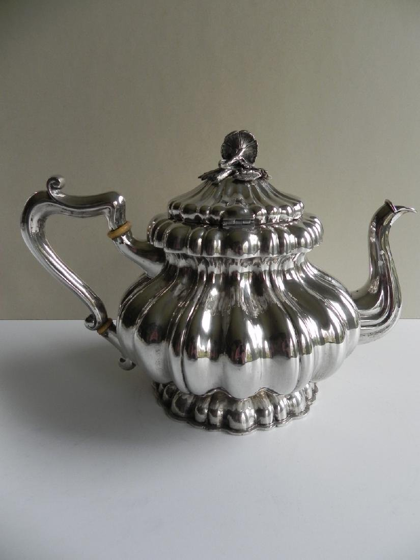 Silver coffee pot 35.17 Oz