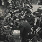 ROBERT DOISNEAU - Playing cards in the Park, Paris