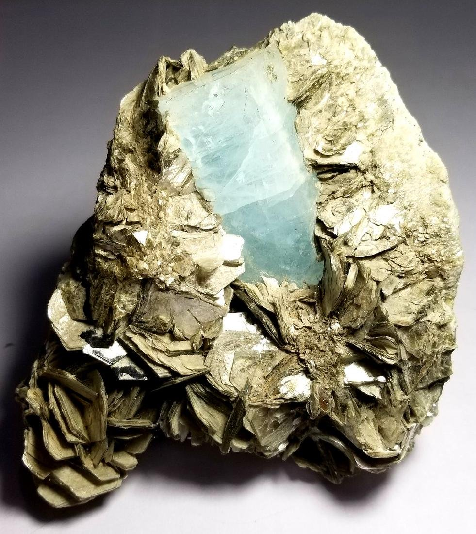1200 GRAMS DEEP BLUE NATURAL AQUAMARINE CRYSTAL WITH
