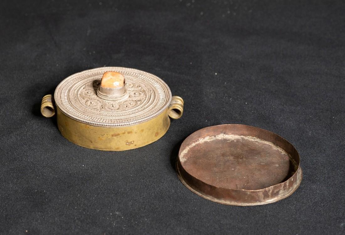Gau amulet container