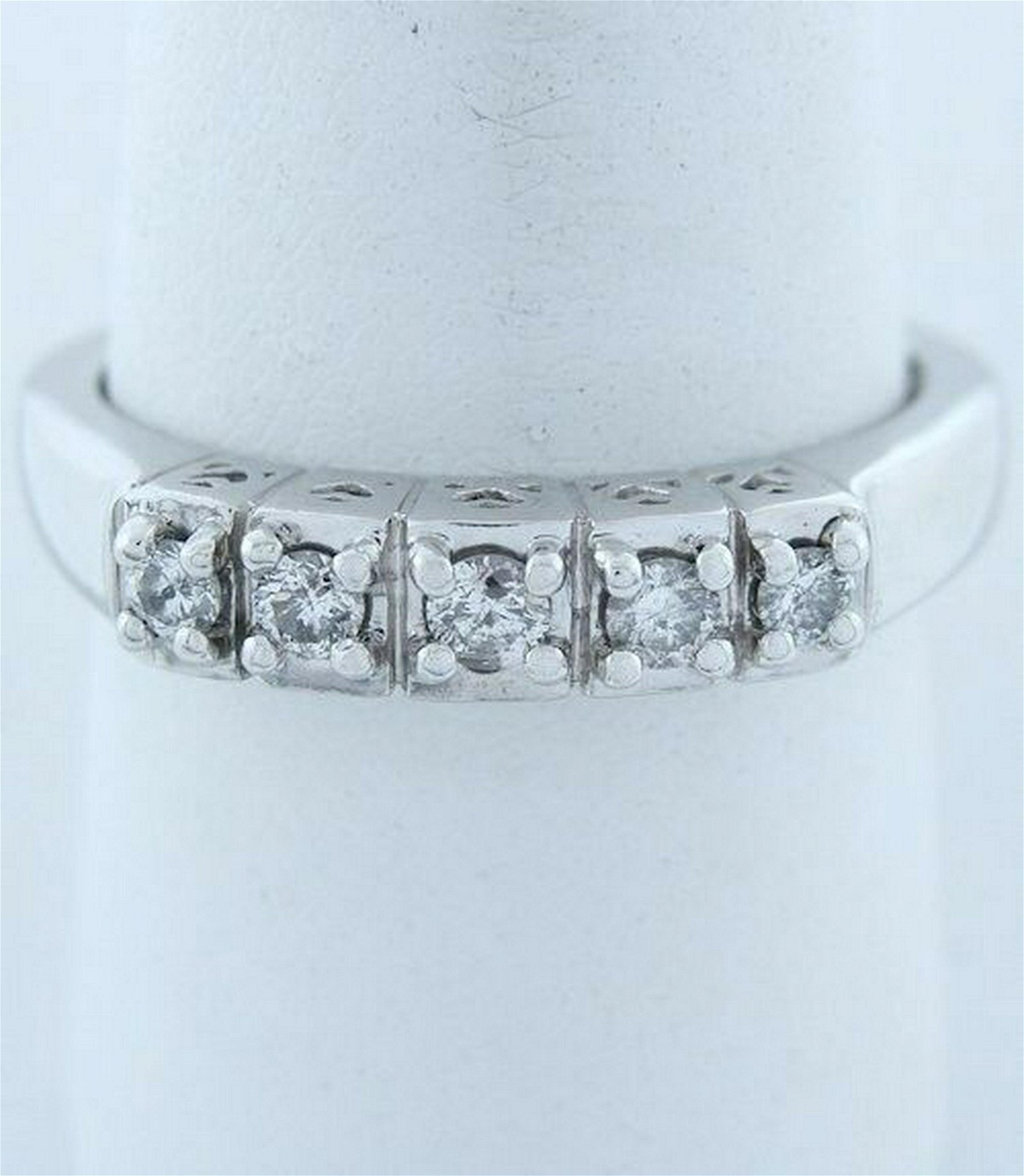 14K WHITE GOLD 1/4ct 5 ROUND DIAMOND HEART WEDDING BAND