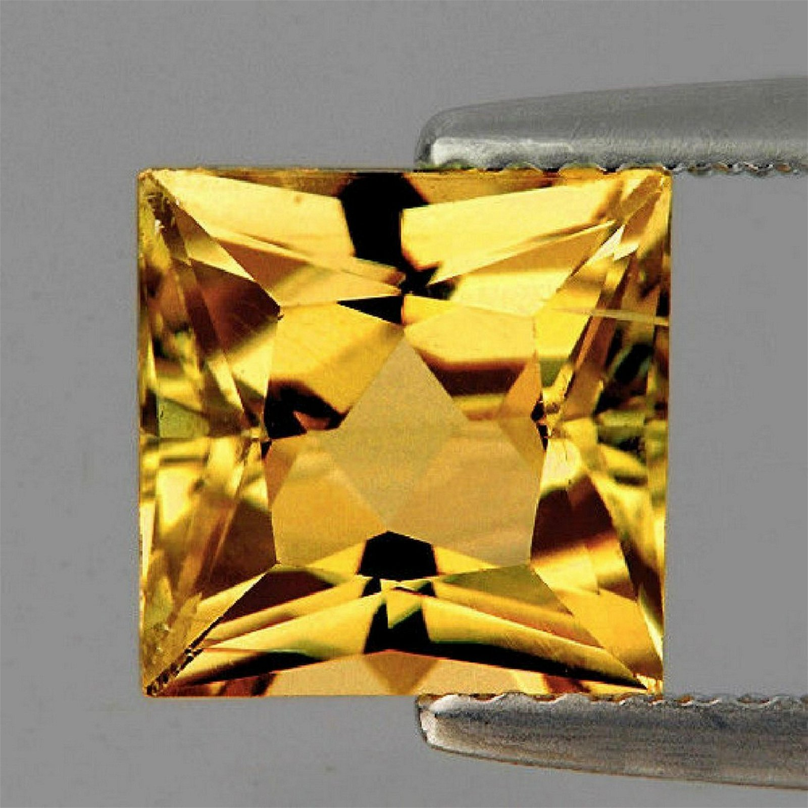 4,60 ct golden yellow citrine square