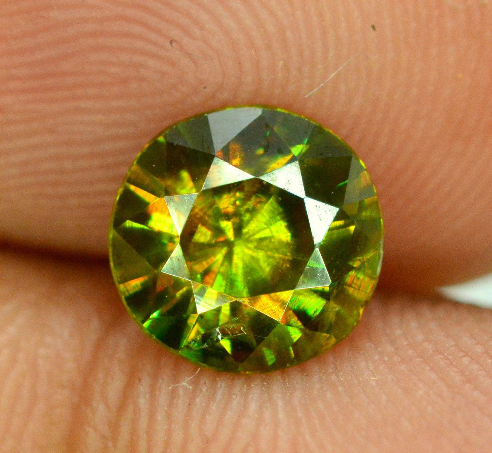 1.25 carats Full Fire Natural Chrome Sphene Titanite