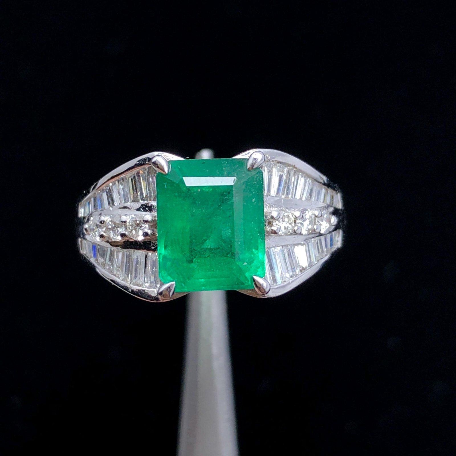 18k Gold Emerald Ring - Diamond